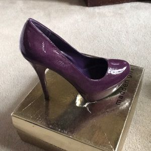 Purple patent leather pump